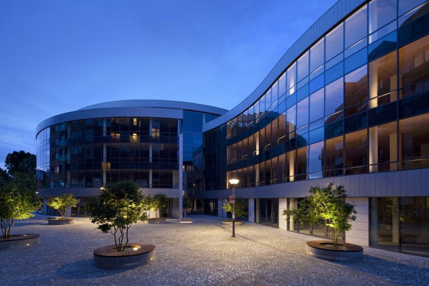 Office buildings Gamma and Omega – courtyard